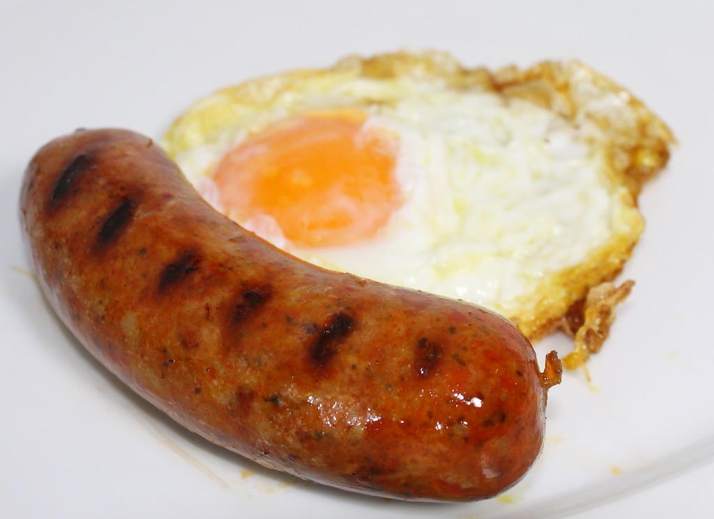 huevo-frito-con-chorizo-fresco